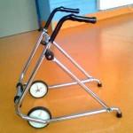 Andador infantil anterior con ruedas