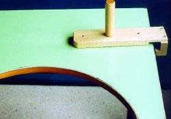 Barra vertical graduable en tres posiciones para usarla como punto de apoyo de la mano. Evita movimientos involuntarios