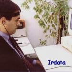 El interface de acceso al ordenador, denominada IR-data 2000, constituye un ratón manos libres que puede manejarse mediante movimientos de la cabeza. Permite transformar ligeros movimientos de ésta en movimientos precisos del cursor en la pantalla, asegurando un control efectivo y natural del ordenador.