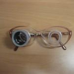 Los telemicroscopios montados en gafa permiten enfocar para realizar tareas a distancias cortas, tales como: lecturas prolongadas, manualidades... Es una ayuda que permite adoptar una mayor distancia de trabajo.